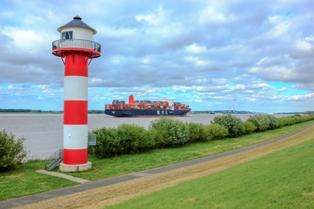 Schiff und Elbe